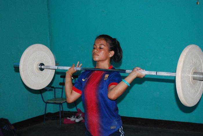 Alejandra Navarro ganó medalla de bronce en envión, en la categoría de 45 kilos del Torneo Panamericano de Levantamiento de Pesas. LA PRENSA/ARCHIVO/CARLOS MONTEALTO