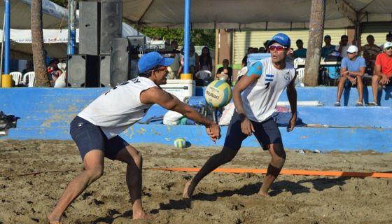 Danny López y Rubén Mora actuarán en la tercera parada del circuito de voleibol de playa de Norceca, que se realizará en Managua desde el 3 de mayo. LA PRENSA/CORTESÍA/FNVB