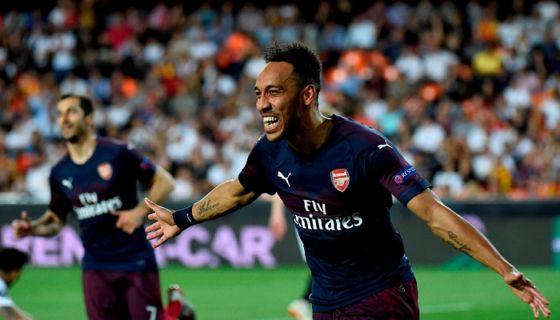Pierre-Emerick Aubameyang marcó un triplete en la victoria del Arsenal frente a Valencia, este jueves en el partido de vuelta de la semifinal de la Europa League. LA PRENSA/AFP