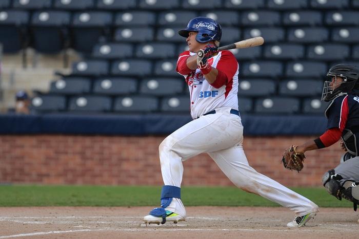 Álvaro Rubí conectó un doble productor de dos carreras en el cuarto inning, con el que le dio la victoria al Bóer sobre León, este viernes en Managua. LA PRENSA/JADER FLORES