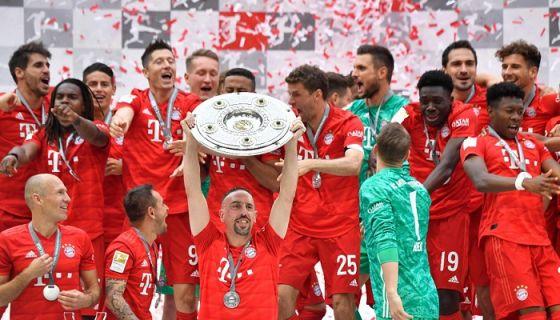 El Bayern de Munich ganó la Bundesliga en la última jornada y este triunfo sirvió como despedida del francés Frank Ribery. LA PRENSA/AFP / John MACDOUGALL