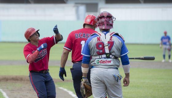 Benjamín Alegría (izquierda) disparó sus jonrones 7 y 8 del año, en el triunfo de los Dantos frente a Estelí este domingo en Tipitapa. LA PRENSA/URIEL MOLINA|