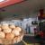 Venezuela, el país donde 93 millones de litros de gasolina cuestan igual que un huevo