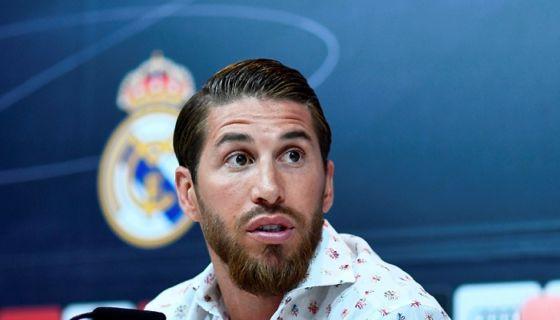 Sergio Ramos dijo que continuará con el Real Madrid, equipo en el que quiere retirarse como jugador de futbol. LA PRENSA/AFP / OSCAR DEL POZO