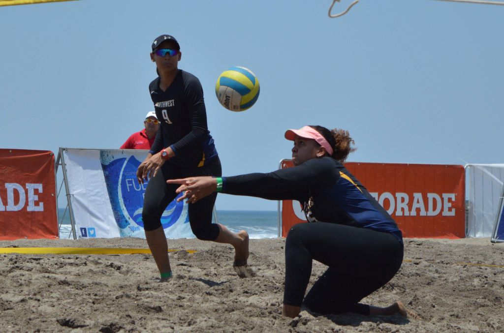 Swan Mendoza (9) y Lolette Rodríguez entrenan de lunes a sábado en el IND. Foto Cortesía FNVB.