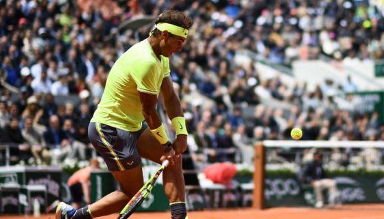 El español Rafael Nadal derrotó al suizo Roger Federer en la semifinal del Roland Garros, este viernes. LA PRENSA/AFP/Martin BUREAU