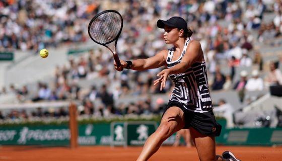 La australiana Ashleigh Barty derrotó a la checa Marketa Vondrousova en la final femenina del Roland Garros. LA PRENSA/AFP/Kenzo TRIBOUILLARD