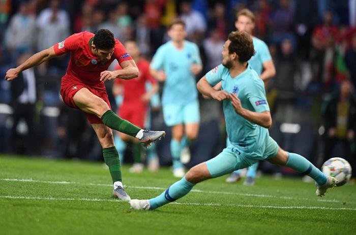 Gonçalo Guedes marcó el gol con el que Portugal venció a Holanda, para ganar el primer título de la Liga de Naciones de la UEFA. LA PRENSA/AFP/PATRICIA DE MELO MOREIRA
