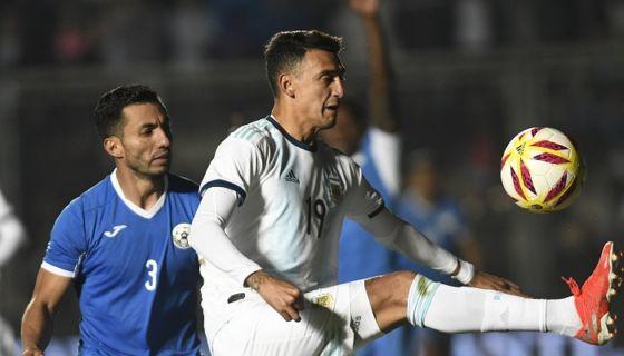 Manuel Rosas (3) podría ser sustituido en la defensa de la Selección de Futbol de Nicaragua por Francisco Flores, para el partido ante Costa Rica en Copa Oro. LA PRENSA/Andrés LARROVERE/AFP