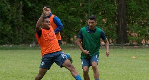 Francisco Flores (derecha) será titular con Nicaragua ante Costa Rica, en la primera ronda de la Copa Oro. LA PRENSA/ARCHIVO