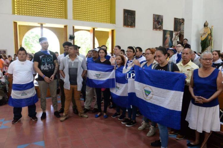 Varios de los excarcelados asistieron a la celebración religiosa por la libertad de los presos políticos. LA PRENSA/U. Molina