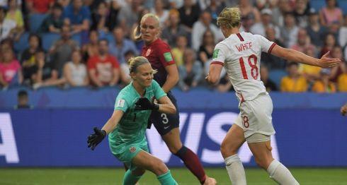 Ellen White (18) marcó el segundo de los tres goles de Inglaterra este jueves ante Noruega, en los cuartos de final de la Copa del Mundo de Futbol Femenino. LA PRENSA/AFP / LOIC VENANCE