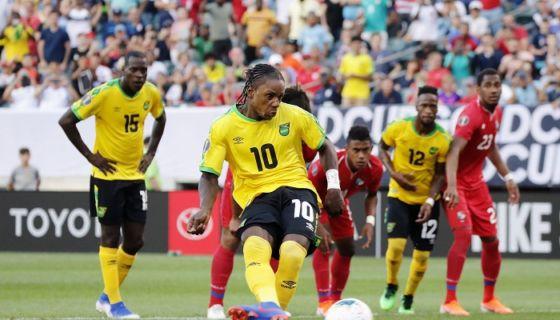 Darren Mattocks (10) anotó el único gol del partido, con un cobro de penalti, en el triunfo de Jamaica sobre Panamá, en los cuartos de final de la Copa Oro. LA PRENSA/AFP/DOMINICK REUTER