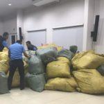 Allanan en el mercado Oriental un centro de distribución de mochilas Totto falsas