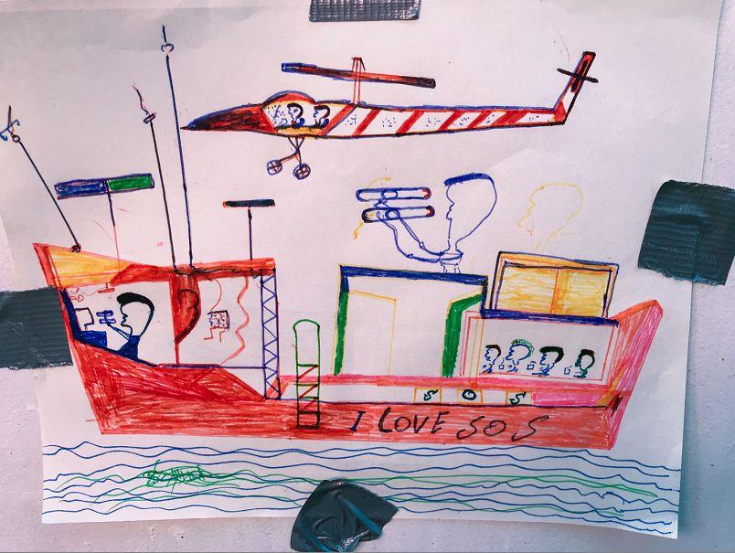 Los pasajeros del Ocean Viking cuentan las peores partes de su viaje y también sus recuerdos más felices del pasado. LA PRENSA/AFP/Anne Chaon