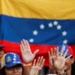 Venezolanos usan euros en efectivo para mitigar sanciones de EE.UU.