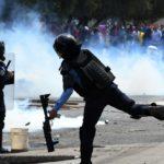 Policías reprimen manifestación opositora en Honduras