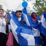 Escudos, entre dictadura y libertad: el «sicodélico de Murillo» y el usado con la bandera invertida