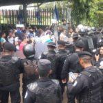 Antimotines rodean a familiares de presos políticos en los juzgados de Managua