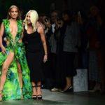 Así fue el desfile de Jennifer López para Versace