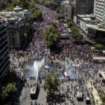 Chilenos mantienen protestas a pesar de las disculpas del presidente y de las reformas anunciadas
