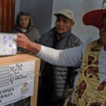 Evo Morales y Carlos Mesa apuntan a enfrentarse en segunda vuelta, según recuento provisional oficial