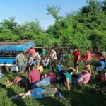 Dos muertos y 50 lesionados tras volcarse bus en carretera Telica-Malpaisillo