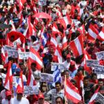 Hondureños exigen la salida del presidente Juan Orlando Hernández por acusaciones con el narcotráfico