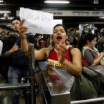 Protestas en las estaciones del metro de Santiago, en Chile, por alza de tarifas
