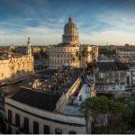«A pesar de los pesares, vivo en una ciudad hermosa»: La Habana que ama Mario Conde, el intrigante detective del escritor cubano Leonardo Padura
