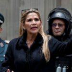 Presidenta interina de Bolivia promete nuevas elecciones