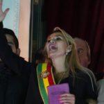 Renuncia de Evo Morales: las dos tareas más urgentes de Jeanine Áñez, la presidenta en funciones de Bolivia (y qué obstáculos enfrenta)
