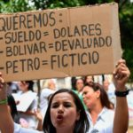 El dólar en Venezuela: cómo sobreviven quienes solo tienen bolívares