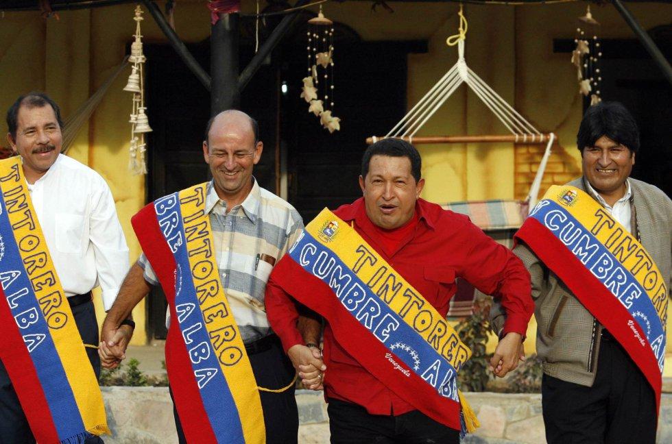 Daniel Ortega, el cubano Carlos Lage, Hugo Chávez y Evo Morales, posan para la foto oficial del ALBA (Alternativa Bolivariana para las Américas) 29 de abril de 2007. LA PRENSA/ JORGE SILVA REUTERS