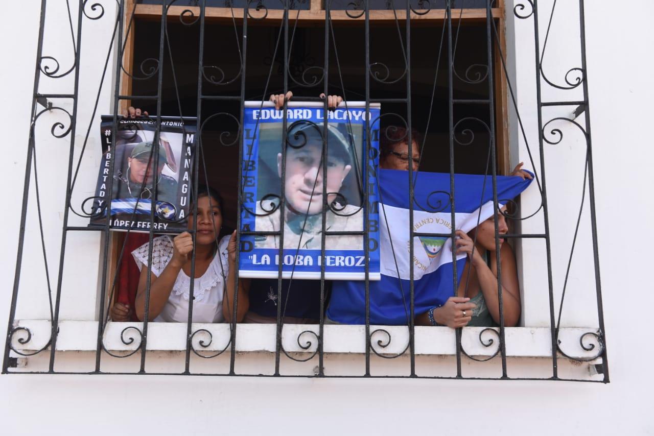 Así tienen rodeada iglesia de Masaya la policía tras huelga de hambre de madres de reos políticos - La Prensa (Nicaragua)