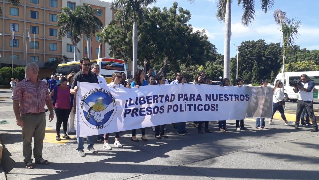 Familiares de miembros de la UNAB que fueron detenidos en Masaya exigen su liberación - La Prensa (Nicaragua)