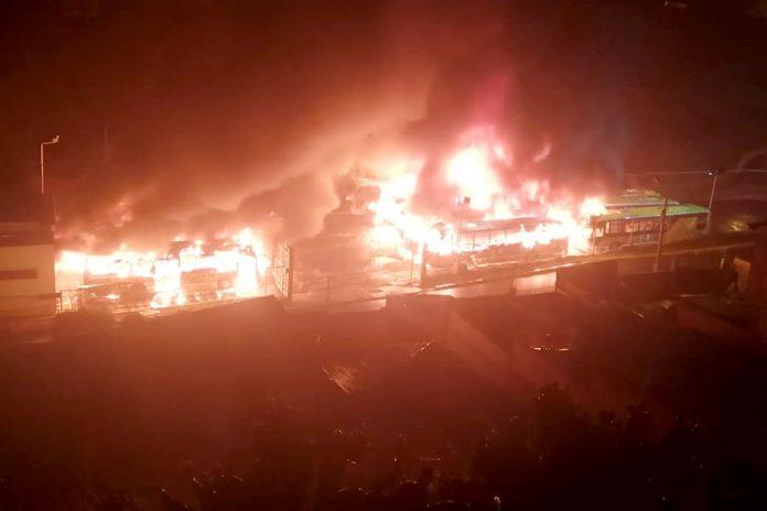 https://s3-us-west-2.amazonaws.com/s3.laprensa.com.ni-bq/wp-content/uploads/2019/11/incendio-buses-PumaKatari-696x464.jpg