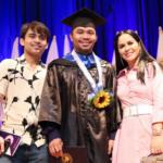 El boxeador Manny Pacquiao se gradúa en Ciencias Políticas
