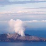 Muertos en volcán en Nueva Zelanda podrían llegar a 16