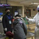 China reporta otros 15 decesos por coronavirus