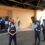 Familiares de presos políticos realizan piquete exprés y son rodeados por la policía orteguista