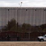 EE.UU. suspende leyes de contratación para acelerar construcción del muro