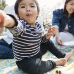 Por qué muchos bebés comparten su comida incluso cuando tienen hambre