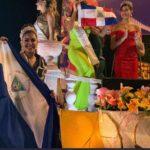 Berenice Quezada invierte la Bandera de Nicaragua en señal de protesta en el Carnaval de Mazatlán 2020
