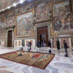 Capilla Sixtina: los 10 tapices que regresan a la emblemática capilla del Vaticano y que simbolizan la rivalidad entre los maestros Rafael y Miguel Ángel