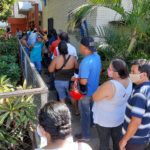 Así está la fila para comprar el sticker de rodamiento en las cajas centrales de la Alcaldía de Managua