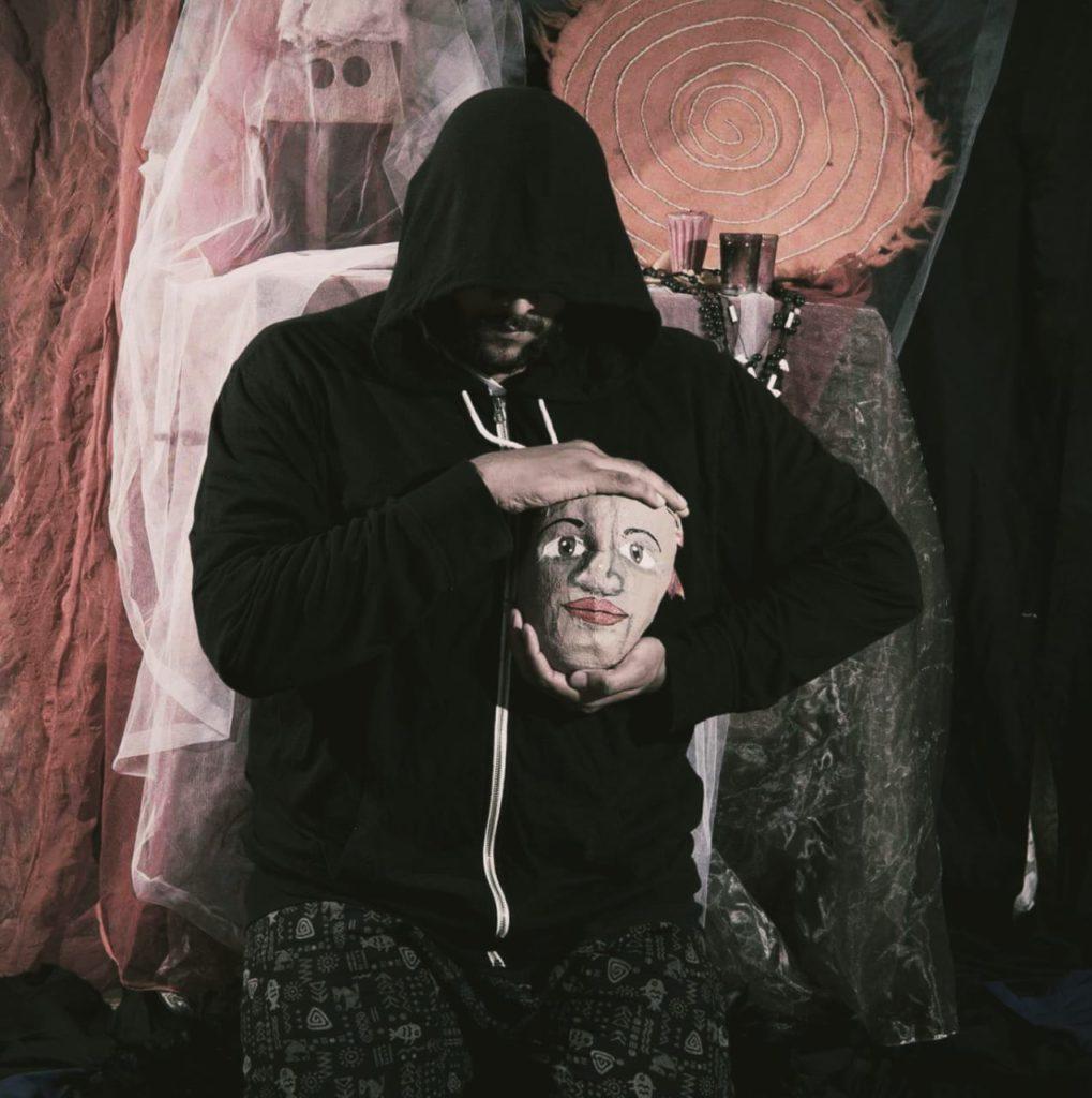 El actor y director artístico de esta agrupación teatral, Nabucodonosor Ganímedes. LA PRENSA/Cortesía