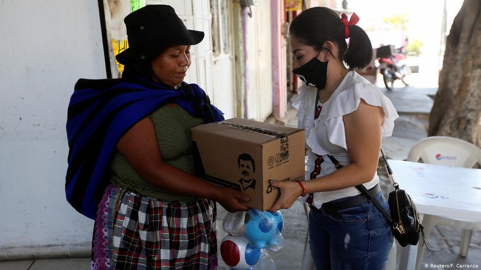Actualidad: Carteles narcos reparten provisiones en México