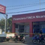 Hombres con mascarillas antivirus y armados asaltan sucursal de Financiera Finca en Ciudad Jardín