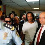 """""""Fue siempre amable y respetuoso, compartía mucho con los otros reclusos"""". Así describe el comisario a Ronaldinho en prisión"""